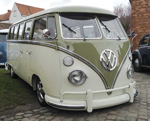 beautifully finished 13 window deluxe split screen bus